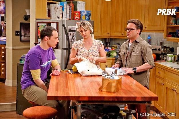 """Sheldon (Jim Parsons) vai pedir conselhos e acaba criando uma crise entre Penny (Kaley Cuoco) e Leonard (Johnny Galecki) em """"The Big Bang Theory"""""""