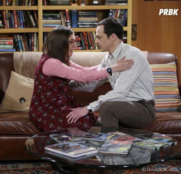 """Em """"The Big Bang Theory"""", Amy (Mayim Bialik) e Sheldon (Jim Parsons) dão ou não um passo a frente em seu namoro?"""