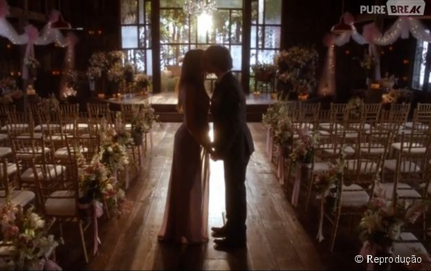 "Em ""The Vampire Diaries"", Damon (Ian Somerhalder) disse para Elena (Nina Dobrev) que quer virar humano"