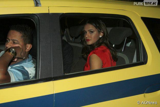 Táxi que levou Bruna Marquezine à festa de casamento de Preta Gil e Rodrigo Godoy sofre incidente