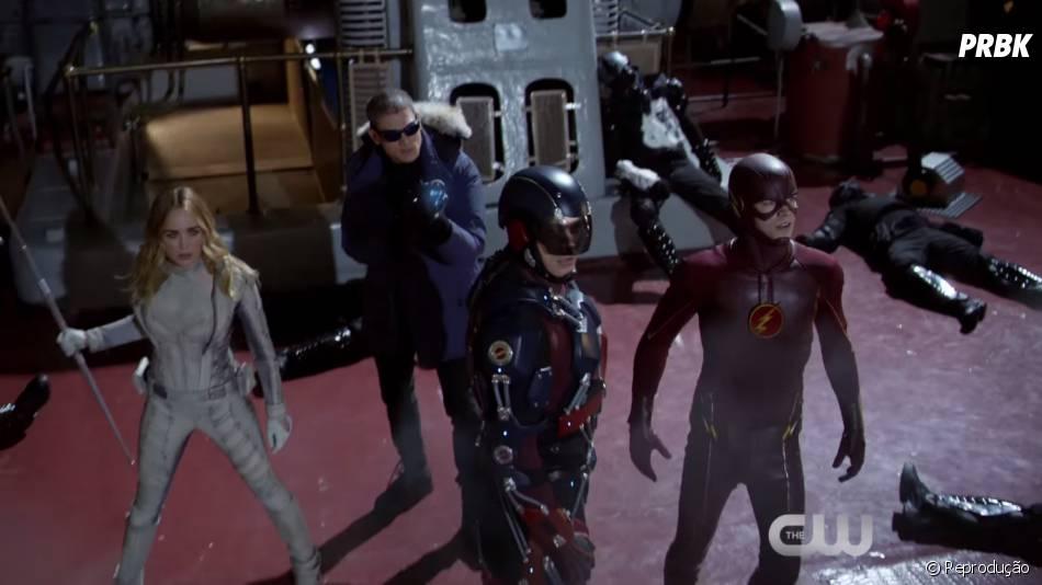 """Os heróis de """"Legends of Tomorrow"""" lutam ao lado do Flash (Grant Gustin)"""