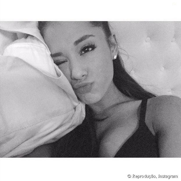 Adepta do preto e branco, Ariana Grande não abre mão do filtro Willow em suas fotos