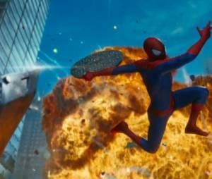 """Homem-Aranha (Andrew Garfield) vai se meter em muitas confusões em""""O Espetacular Homem-Aranha: A Ameaça de Electro"""""""
