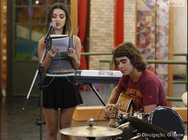 """Em """"Malhação"""", Pedro (Rafael Vitti) ensaia música com Vicki (Manu Gavassi)"""