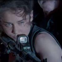 "Emilia Clarke (""Game of Thrones"") e Arnold Schwarzenegger em clipe de ""O Exterminador do Futuro"""