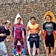 Caio Castro e amigos depois de dia de surf