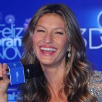 """Gisele Bündchen quer trazer Tom Brady para """"pular ondinhas"""" no Brasil no Ano Novo"""