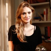"""Isabelle Drummond, de """"Sete Vidas"""", planeja férias com Tiago Iorc após fim de gravações"""