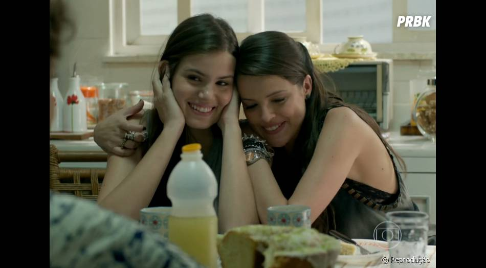 """Em """"Verdades Secretas"""", Angel (Camila Queiroz) viajou com Giovanna (Agatha Moreira)"""