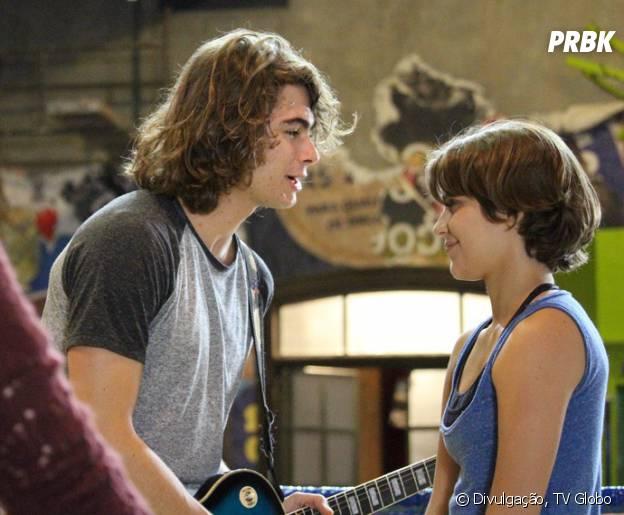 "Em ""Malhação"", Pedro (Rafael Vitti) acha que Karina (Isabella Santoni) está grávida! OMG!"