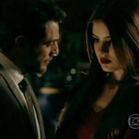 """Te contei? Em """"Verdades Secretas"""", Alex diz a Angel que só casou com Carolina pra se aproximar dela!"""