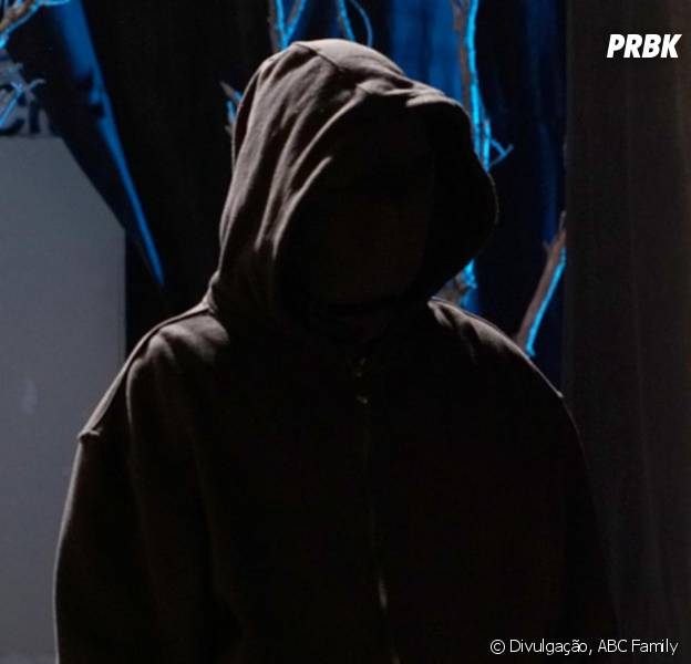 "Em ""Pretty Little Liars"", o perseguidor das protagonistas vai ficar cara a cara com elas no mid-season finale!"