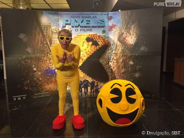 """Ivo Holanda aparece vestido de Pacman no """"Programa Silvio Santos"""" para promover filme """"Pixels"""""""