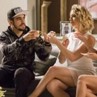 "Novela ""I Love Paraisópolis"": Soraya (Letícia Spiller) tenta envenenar Grego (Caio Castro) de novo!"