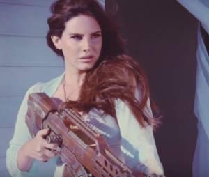 """Clipe de Lana Del Rey para o single """"High By The Beach"""": tá explosivo!"""