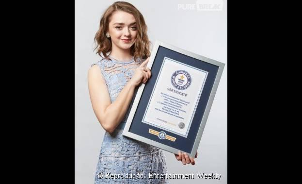 """Maisie Williams, a Arya Stark de """"Game of Thrones"""", recebeu o prêmio em nome da equipe e elenco"""