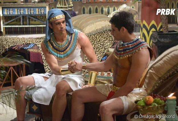 """Em """"Os Dez Mandamentos"""": Amenhotep (José Victor Pires), filho de Ramsés (Sérgio Marone), morre na décima praga"""