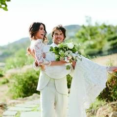 "Ian Somerhalder, de ""The Vampire Diaries"", e Nikki Reed abrem álbum de casamento para revista"