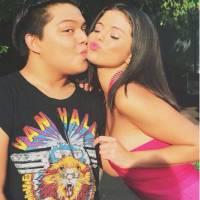 """Selena Gomez e Zac Efron juntos em """"Vizinhos 2"""": cantora roda participação no filme e posa com fãs!"""