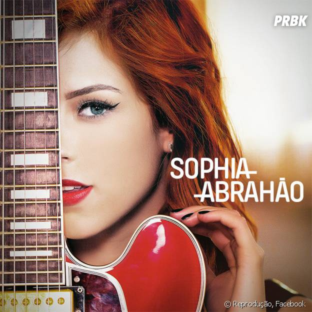 Sophia Abrahão na capa do novo CD
