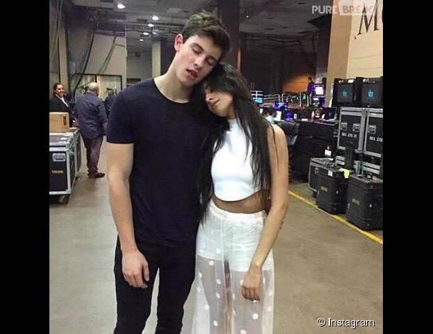 Camila Cabello, do Fifth Harmony, vai ao programa de Ryan Seacrest negar namoro com Shawn Mendes