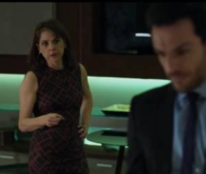 """Em """"Verdades Secretas"""", Carolina (Drica Moraes) tenta matar Alex (Rodrigo Lombardi), mas erra o tiro"""