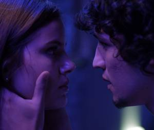 """Guilherme (Gabriel Leone) pede Angel (Camila Queiroz) em casamento no final de """"Verdades Secretas"""""""