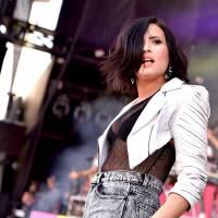 Demi Lovato perde o bisavô e lovatics sobem hashtag no Twitter em apoio à cantora