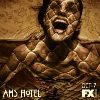 """Em """"American Horror Story: Hotel"""": Max Greenfield é o """"cara assustador debaixo da cama""""!"""