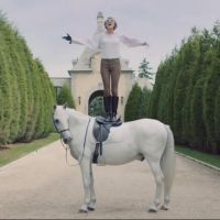 "Taylor Swift supera Katy Perry e Justin Bieber e ""Blank Space"" se torna o clipe mais visto do VEVO"