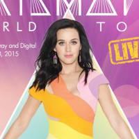 """Katy Perry ganha Disco de Ouro no Brasil pelo DVD da """"Prismatic World Tour"""" no dia do lançamento!"""