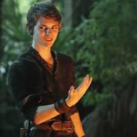 """Em """"Once Upon a Time"""": na 5ª temporada, Robbie Kay retorna como Peter Pan no episódio 100!"""