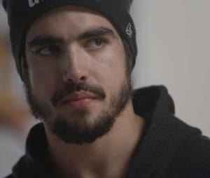 """Em """"I Love Paraisópolis"""", Grego (Caio Castro) procura Margot (Maria Casadevall) para se desculpar após prisão"""