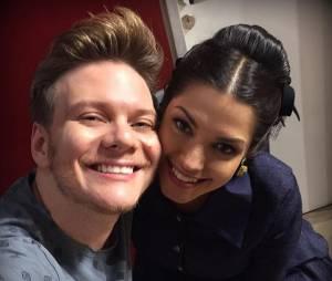 """Michel Teló, treinador do """"The Voice Brasil"""", ainda divide selfies com a esposa Thaís Fersoza em seu Instagram"""