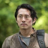 """Em """"The Walking Dead"""": Glenn de volta à série? Site revela destino do personagem na 6ª temporada!"""