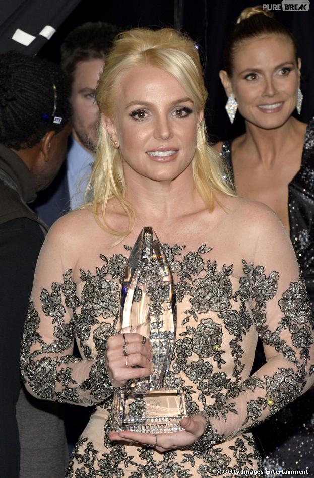 "Britney Spears desbancou Demi Lovato, Justin Timberlake e Katy Perry e foi eleita pelo público como ""Artista da Música Pop Favorita"", no People's Choice Awards 2014"""