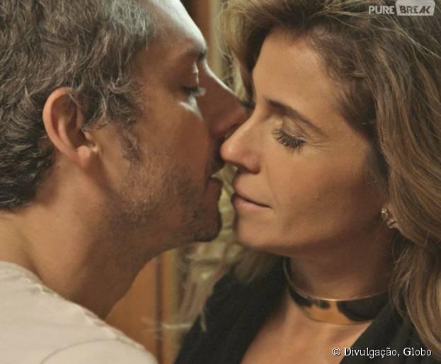 """Em """"A Regra do Jogo"""": Atena (Giovanna Antonelli) seduz Romero (Alexandre Nero) e os dois transam!"""