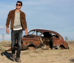 """Gregg Sulkin, de """"Faking It"""", foi ao deserto fazer fotos para a revista Flaunt"""