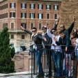 Com a equipe, Luan Santana curte viagem à Roma, na Itália