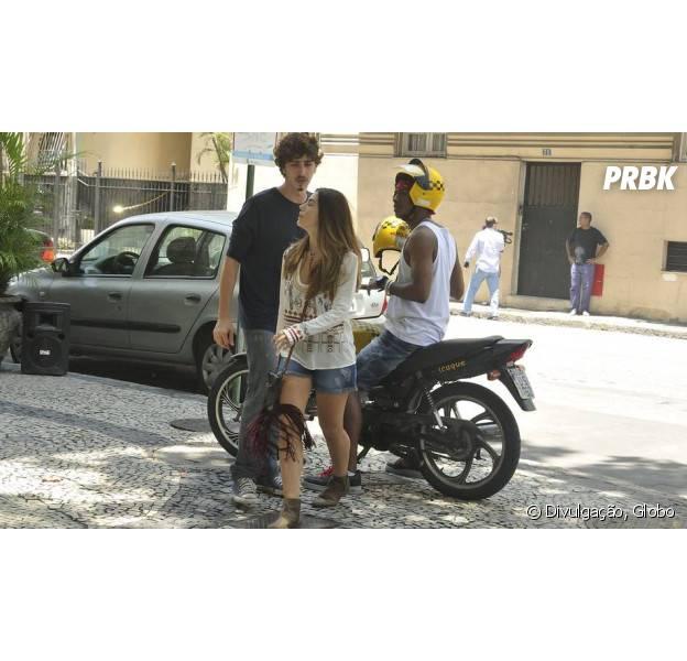 """Em """"A Regra do Jogo"""", Luana (Giovanna Lancellotti) dá fora em Cesário (Johnny Massaro) e sai com outro!"""