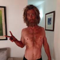 """Chris Hemsworth, o Thor de """"Os Vingadores"""", aparece bem mais magro e barbudo para novo filme"""