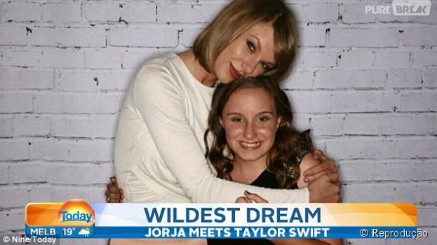 Diagnosticada com perda de audição nos dois ouvidos, Jorja conhece o ídolo Taylor Swift após campanha online
