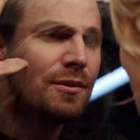 """Em """"Arrow"""": na 4ª temporada, Oliver (Stephen Amell) perde Felicity para vilões em novo trailer!"""