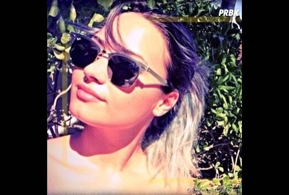 Em uma das fotos que Demi Lovato postou em seu Instagram, a cantora mostra que está com os fios descoloridos