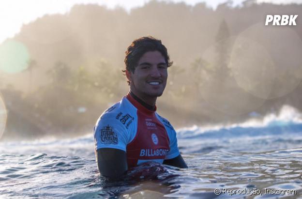 Gabriel Medina pegando onda no Hawaii