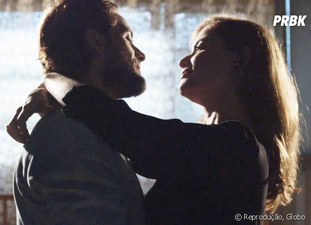 """Novela """"Além do Tempo"""": Lívia (Alinne Moraes) larga emprego e casarão e vai morar com Felipe (Rafael Cardoso)!"""