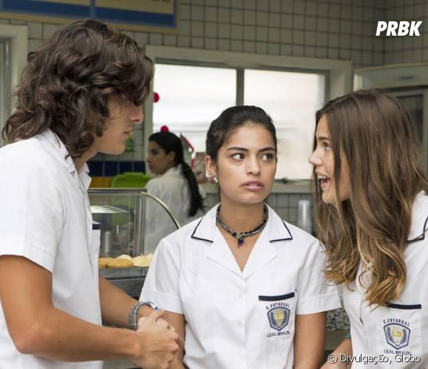"""Novela """"Malhação"""": Glauco espalha fofoca sobre Luciana (Marina Moschen) e Rodrigo (Nicolas Prattes) escuta!"""