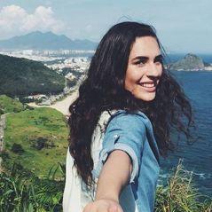 """Lívian Aragão, de """"Malhação"""", surge de biquíni no Instagram e ganha elogios de fãs: """"Beleza natural"""""""