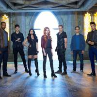 """Em """"Shadowhunters"""": na 1ª temporada, estreia da série apresenta Clary Fray descobrindo seu destino!"""