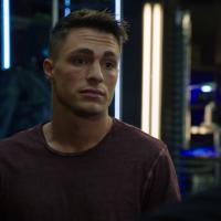 """Em """"Arrow"""": na 4ª temporada, Roy Harper e Nyssa retornam à série e causam problemas!"""